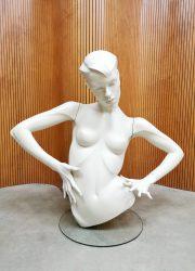 Vogue buste mannequin etalagepop John Nissen