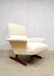 midcentury Danish design armchair boucle Deense lounge fauteuil sheepskin