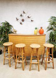 Vintage design woven bamboo wicker tiki bar geweven bamboe riet cocktail bar