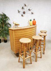 Sixties complete set Tiki bar stools cabinet vintage riet bamboe design cocktailbar