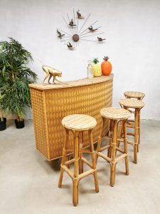Sixties complete set Tiki bar stools cabinet vintage riet bamboe design cocktailbar