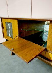 Jaap Ravelli & Louis van Teeffelen wandkast dressoir sideboard Dutch design jaren 50