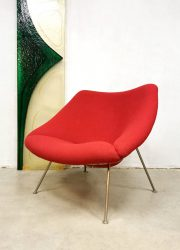 Pierre Paulin Dutch design 'Oyster' easy chair lounge fauteuil ArtifortF157 red ladies model