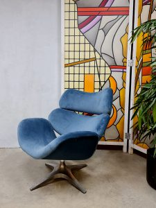 Vintage design swivel chair draaifauteuil Enrico Wallès Romefa 'Magestic blue velvet'