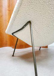 midcentury vintage design Oyster chair Pierre Paulin Arifort easy chair