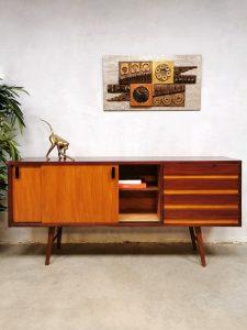 soir wandkast 'Minimalist duo tone wood'