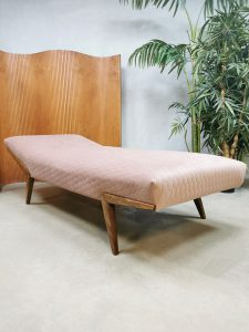 Vintage Danish design daybed Deens ligbed 'Dusty pink hexagon'