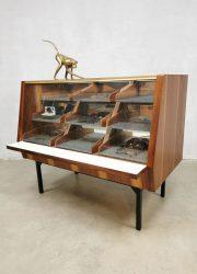 Vintage toonbank balie winkelvitrine shop counter 'minimalism'