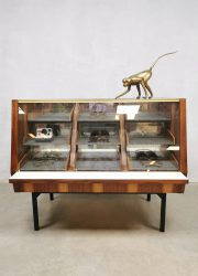 Vintage toonbank balie winkelvitrine shopcounter 'minimalism'