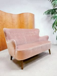 Midcentury Dutch vintage design sofa bank Theo Ruth Artifort 'Pink velvet'