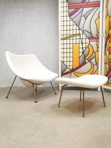 Midcentury Dutch design 'Oyster' easy chair and ottoman Pierre Paulin Artifort F157 bouclé