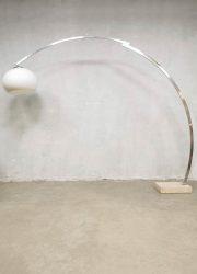 Vintage Italian design floor lamp in de stijl van Harvey Guzzini